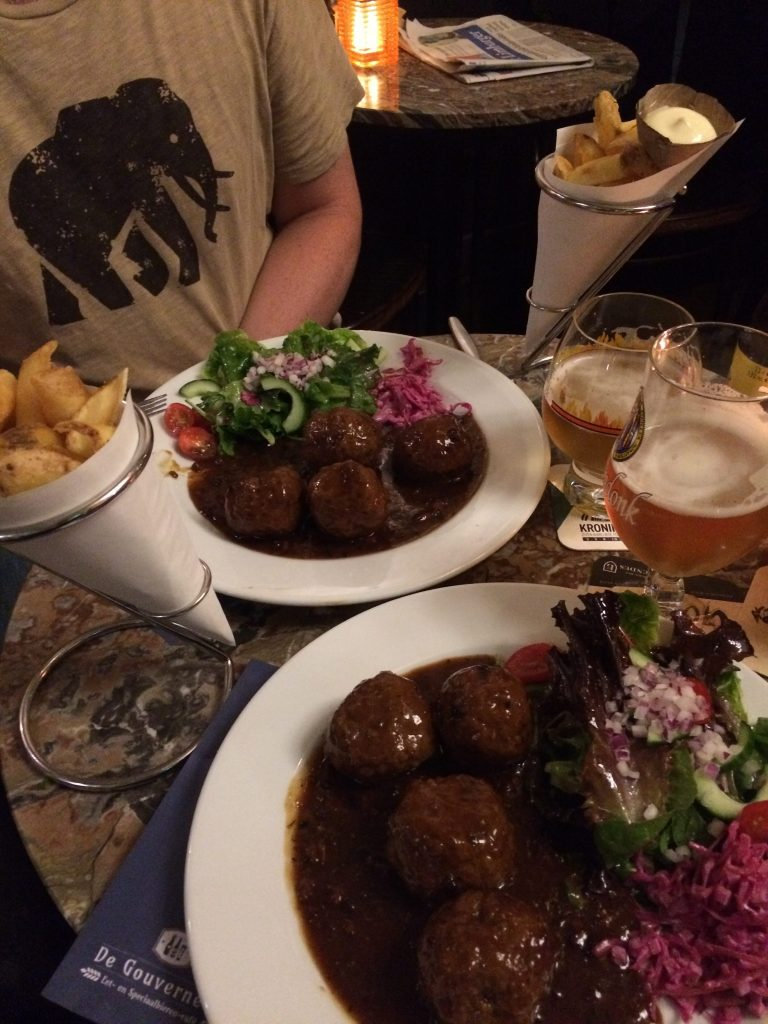 Meatballs and frites, De Gouverneur, Maastricht, the Netherlands