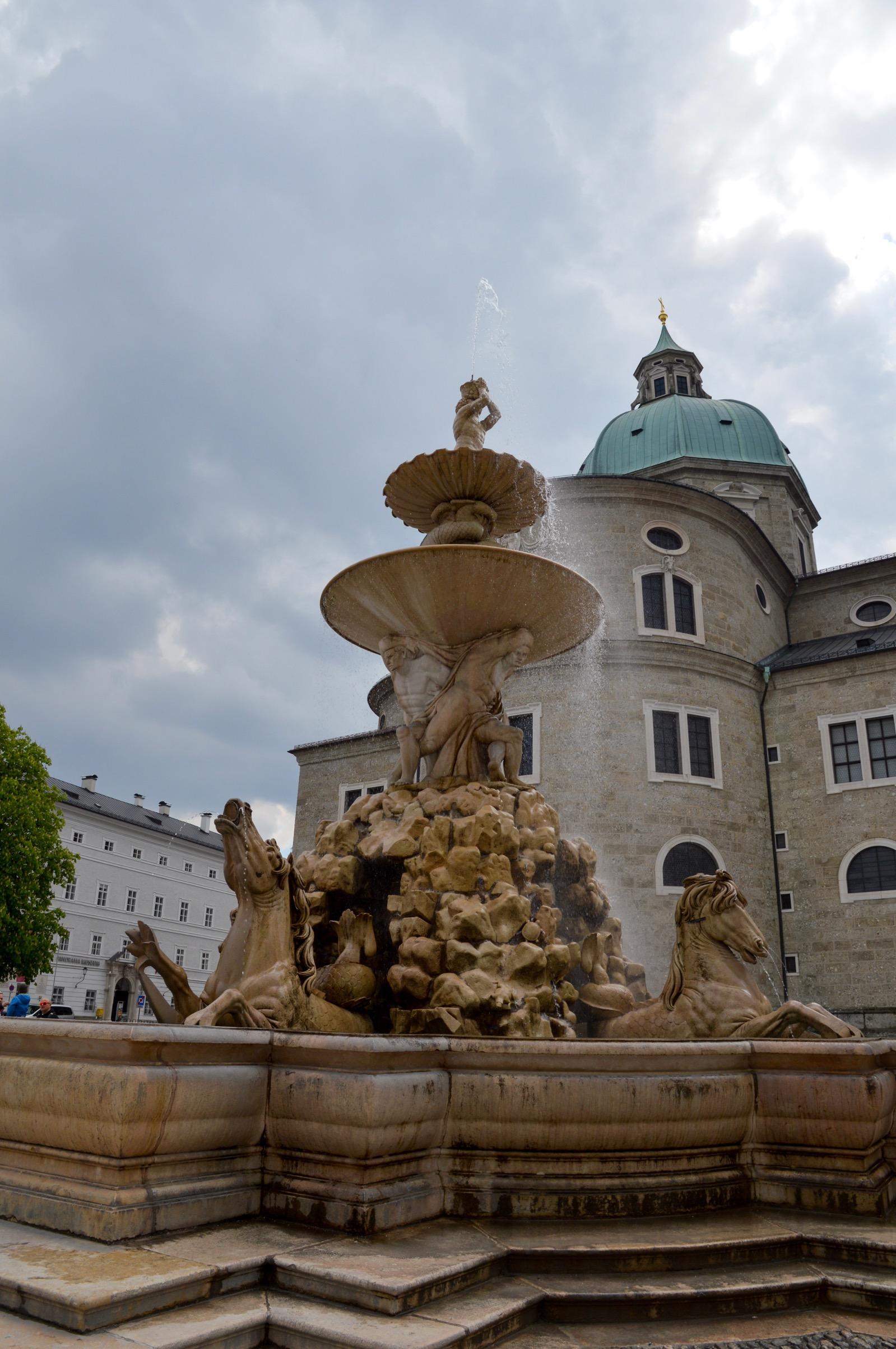Residenzbrunnen (fountain), Residenzplatz, Salzburg, Austria