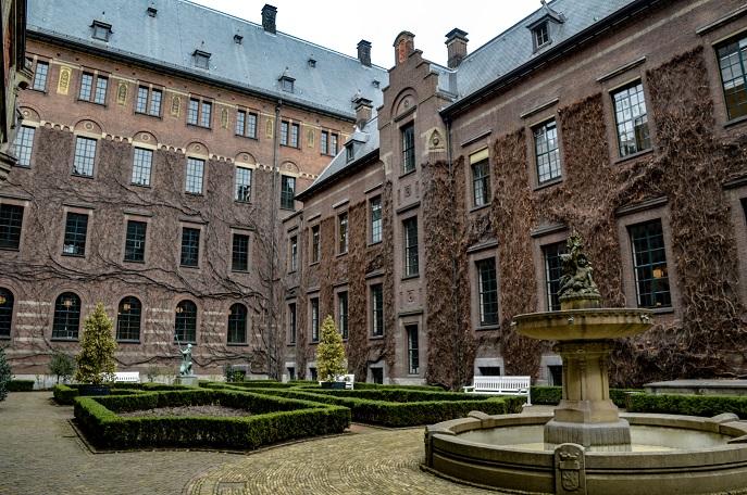 Rotterdam Stadhuis Courtyard - free things to do in Rotterdam
