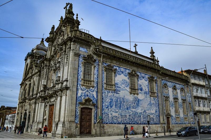 The side of Igreja do Carmo church in Porto, covered in azulejo tiles