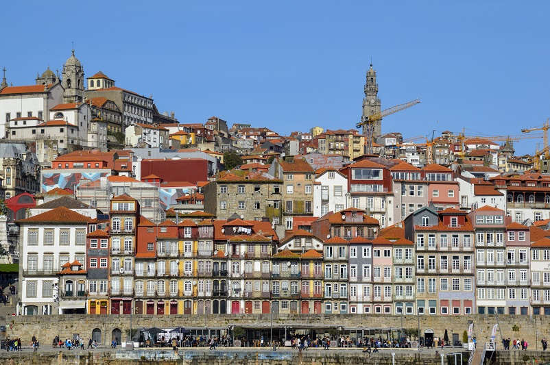 Colorful houses with red roofs: Ribeira in Porto