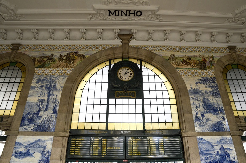 São Bento train station with walls decorated with blue and white azulejo tiles in Porto